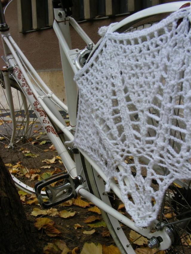 Mucikli kötött szoknyavédő biciklire