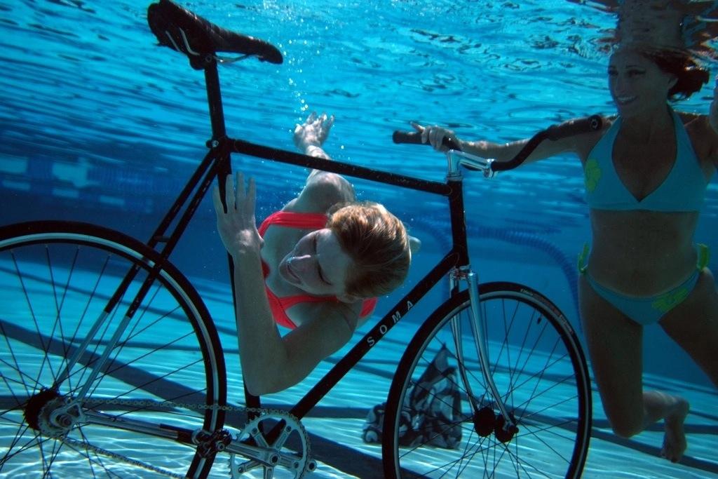 bicikli víz alatt