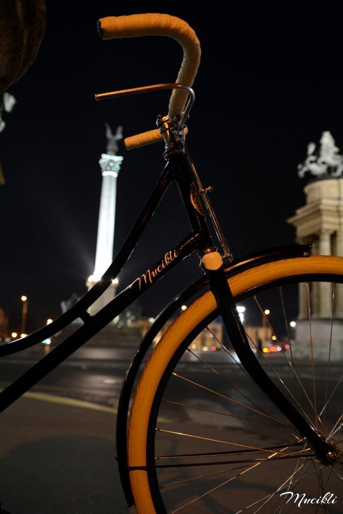 Csepel Mátra Budapest, Hősök tere éjjel - Mucikli