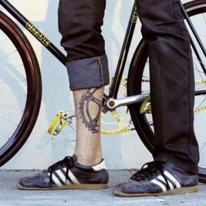 biciklis tetoválás lánctányér