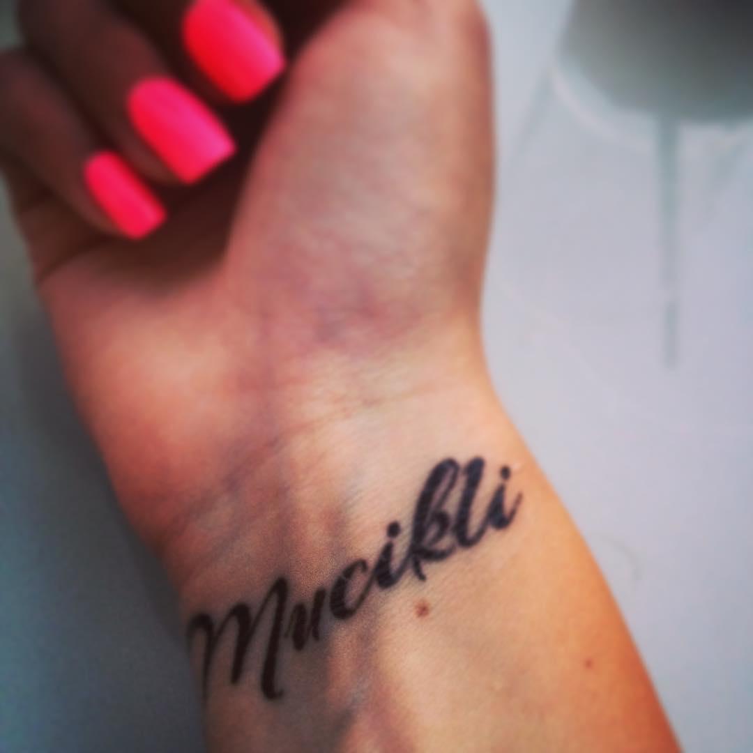 Mucikli lemosható tetoválás