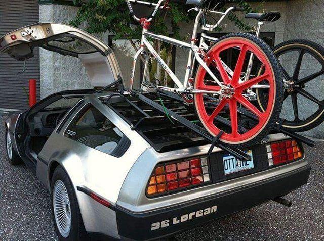 DeLorean tető csomagtartóval
