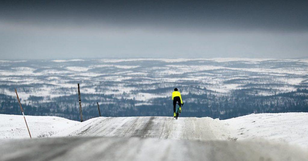 Téli biciklis tájkép
