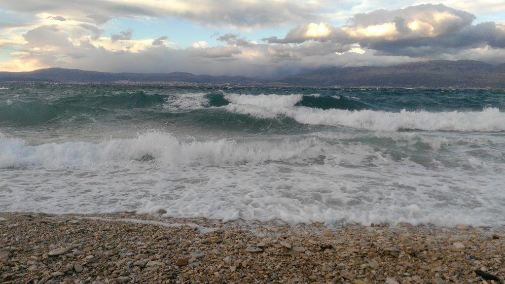 Hullámzó tenger Brač