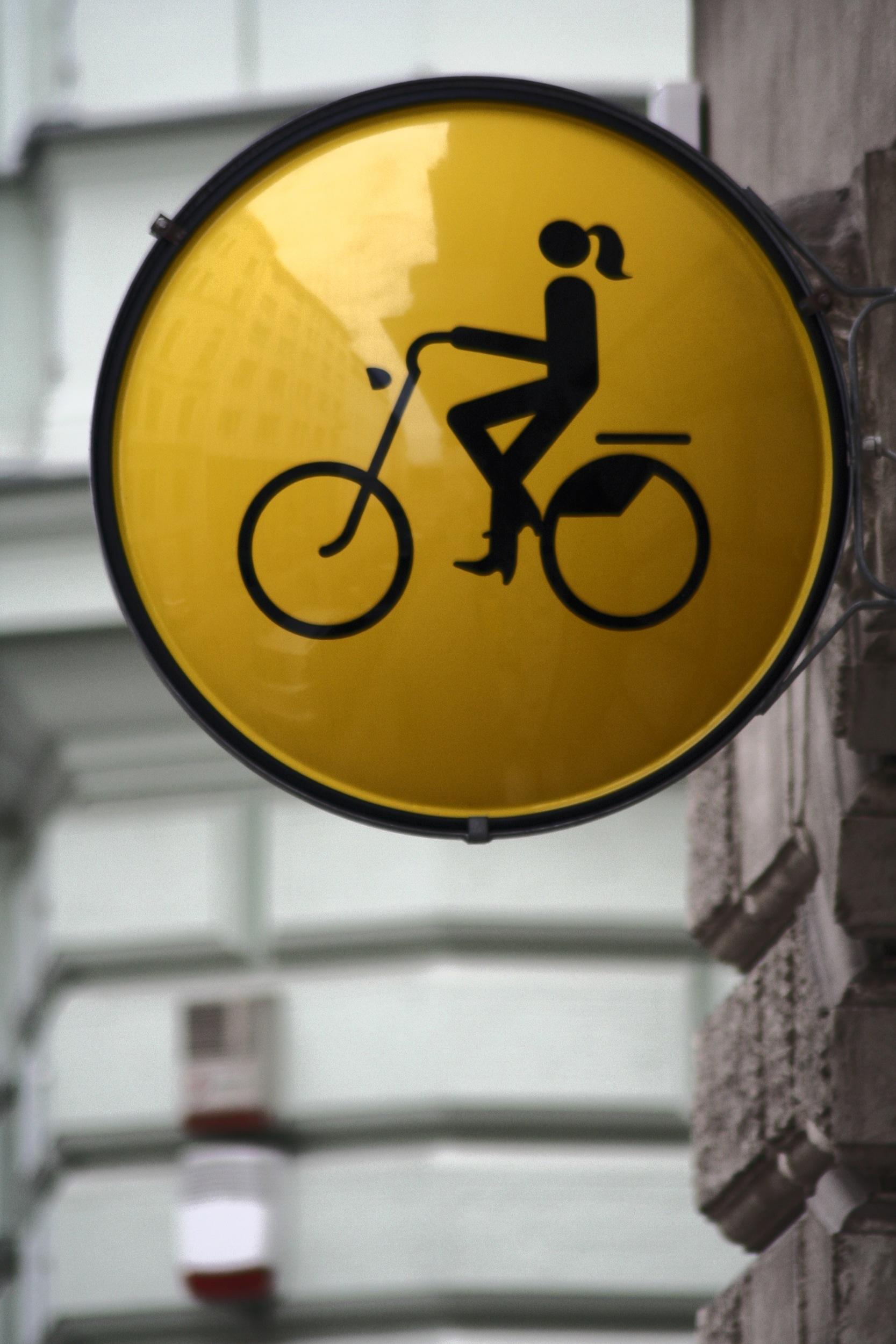 """Ladies Cycling"" tábla"